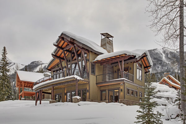 Kicking-Horse-Chalet-British-Columbia-Canadian-Timberframes-Winter-Exterior