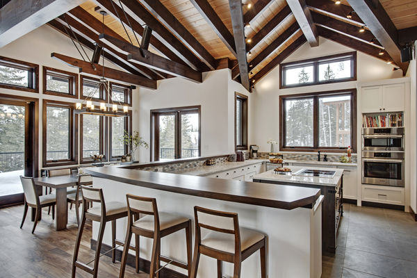 Kicking-Horse-Chalet-British-Columbia-Canadian-Timberframes-Dining