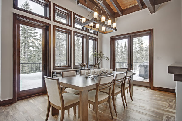 Kicking-Horse-Chalet-British-Columbia-Canadian-Timberframes-Dining-Table