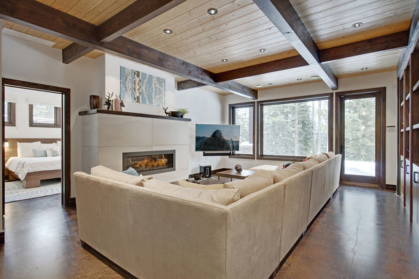 Kicking-Horse-Chalet-British-Columbia-Canadian-Timberframes-Family-Room