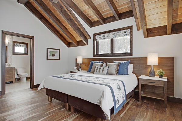 Kicking-Horse-Chalet-British-Columbia-Canadian-Timberframes-Bedroom-ensuite