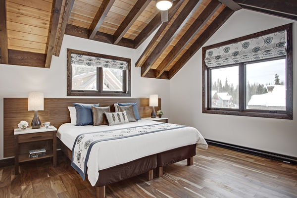 Kicking-Horse-Chalet-British-Columbia-Canadian-Timberframes-Bedroom-Timber-Detail
