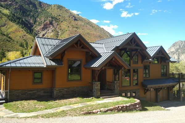 Rustic-Redstone-Colorado-Canadian-Timberframes-Front-Exterior