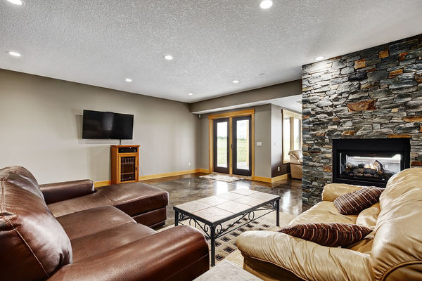 Foothills-of-Calgary-Alberta-Canadian-Timberframes-Basement-Family-Room