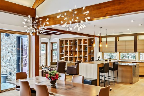 City-Living-Calgary-Alberta-Canadian-timberframes-dining-kitchen