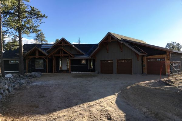 Colorado-Springs-Timber-Home-Construction-Front-Siding