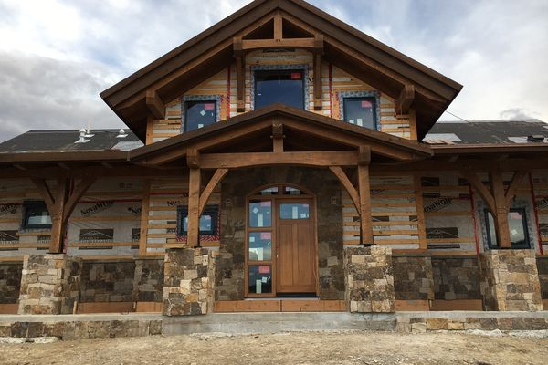 Montrose-Ranch-Colorado-Canadian-Timberframes-Construction-Entry