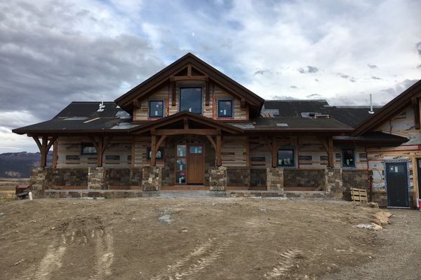 Montrose-Ranch-Colorado-Canadian-Timberframes-Construction-Frent-Exterior