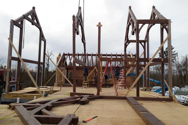 Fraser-River-Timber-Home-British-Columbia-Construction-Raising