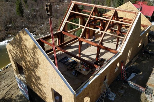 Blaeberry-Timber-Home-Construction-British-Columbia-Trusses