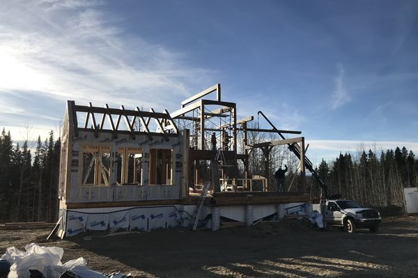 Rocky-Mountain-House-Canadian-Timberframes-Construction-Timber-Raising