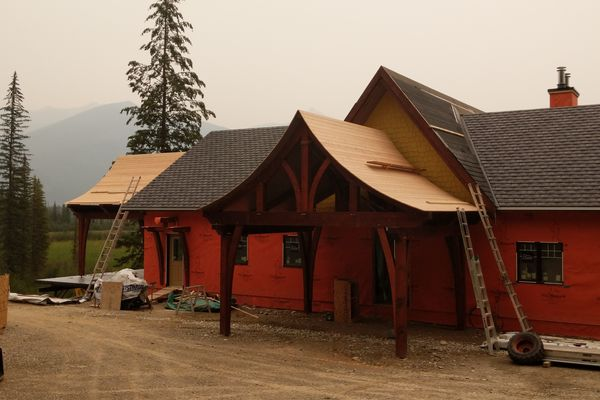Blaeberry-Timber-Home-Construction-British-Columbia-Exterior