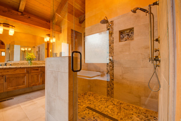 Colorado-Springs-Timber-Home-Canadian-Timberframes-ensuite