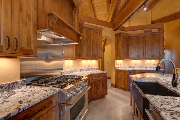 Colorado-Springs-Timber-Home-Canadian-Timberframes-Kitchen