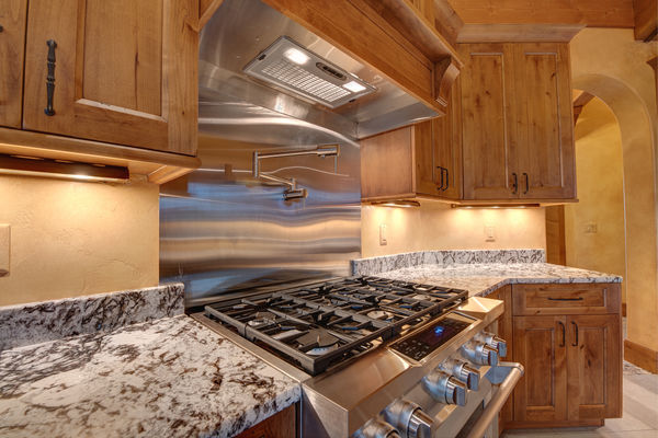 Colorado-Springs-Timber-Home-Canadian-Timberframes-Kitchen-Benchtop
