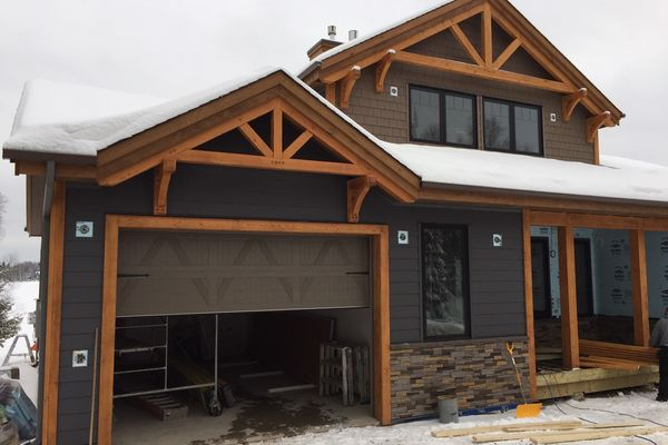 Loon-Lake-Cottage-Ontario-Canadian-Timberframes-Completed-Front-Exterior-Garage