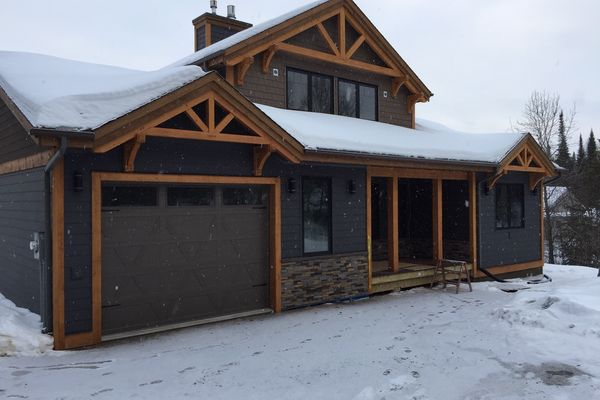 Loon-Lake-Cottage-Ontario-Canadian-Timberframes-Completed-Front-Exterior
