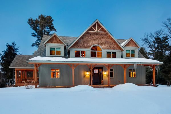 Serene-View-Muskoka-Ontario-Canadian-Timberframes-Front-Exterior
