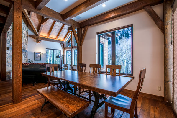 Ouray-Mountain-Home-Colorado--Canadian-Timberframes-Dining