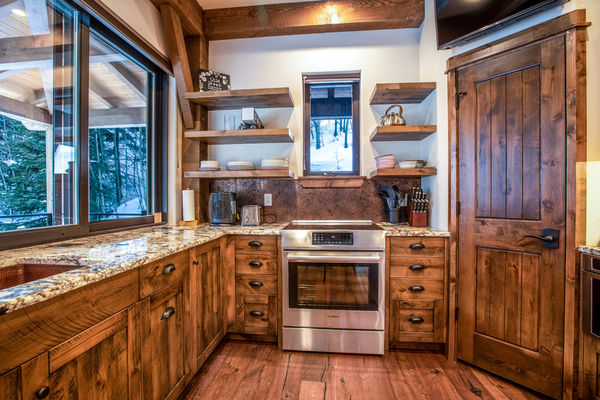 Ouray-Mountain-Home-Colorado--Canadian-Timberframes-Kitchen
