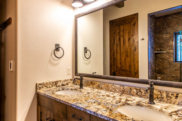 Ouray-Mountain-Home-Colorado--Canadian-Timberframes-Ensuite