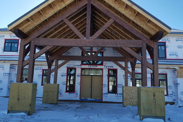Red-Deer-Timber-Frame-Alberta-Canadian-Timberframes-Construction-Covered-Entry
