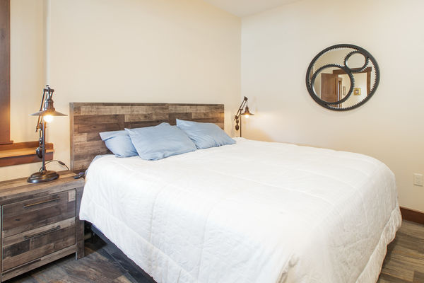 Steamboat-Springs-Colorado-Canadian-Timberframes-Guest-Bedroom-Basement