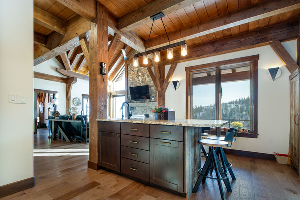 Steamboat-Springs-Colorado-Canadian-Timberframes-Kitchen-Island
