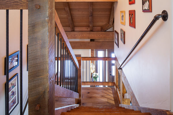 Steamboat-Springs-Colorado-Canadian-Timberframes-Timber-Stairs