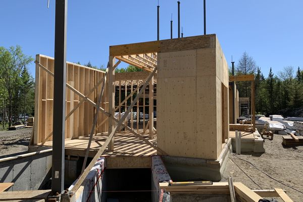 Memphremagog-Lake-House-Quebec-Canadian-Timberframes-Construction-Wall-Panels