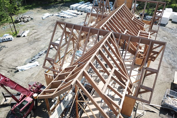 Memphremagog-Lake-House-Quebec-Canadian-Timberframes-Construction-Raising-Timber