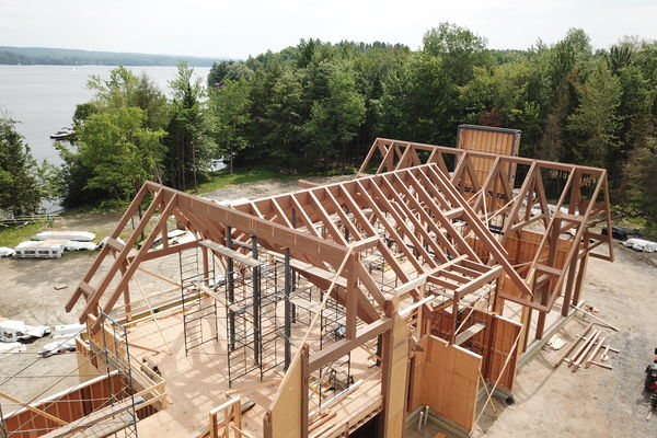 Memphremagog-Lake-House-Quebec-Canadian-Timberframes-Construction-Timber-Frame-Raising