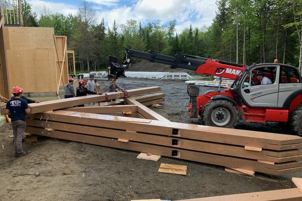 Memphremagog-Lake-House-Quebec-Canadian-Timberframes-Construction-Exterior