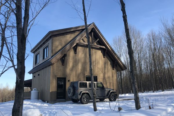 Bromont-Timber-Frame-Home-Quebec-Canadian-Timberframes-Completed-Exterior
