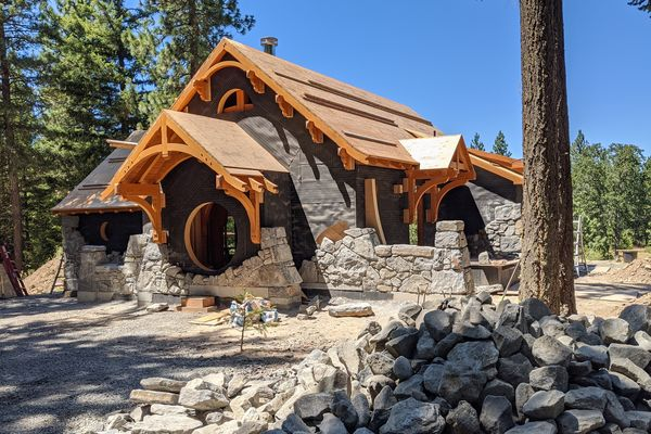 Oregon-Hobbit-House-Canadian-Timberframes-Construction-Stone-Work
