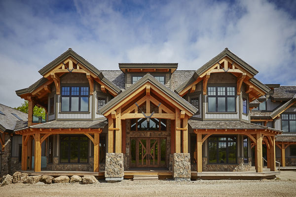 Hill-Top-Retreat-Collingwood-Ontario-Canadian-Timberframes-Front-Entrance