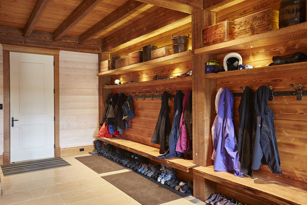 Hill-Top-Retreat-Collingwood-Ontario-Canadian-Timberframes-Mud-Room