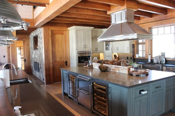 Hill-Top-Retreat-Collingwood-Ontario-Canadian-Timberframes-Kitchen