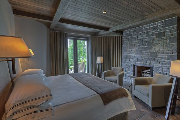 Polished-Vale-Canmore-Alberta-Canadian-Timberframes-Bedroom