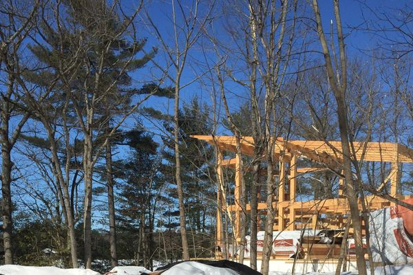 Split-Rock-Place-Sparrow-Lake-Ontario-Canadian-Timberframes-Construction-Raising