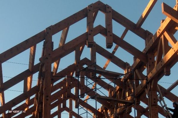 Iron-Goat-Pub-Grill-Alberta-Canadian-Timberframes-Construction-Timber-Raising