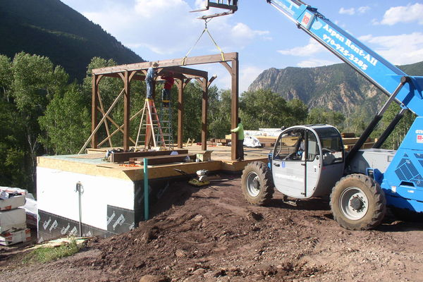 Rustic-Redstone-Colorado-Canadian-Timberframes-Construction-Timber-Raising