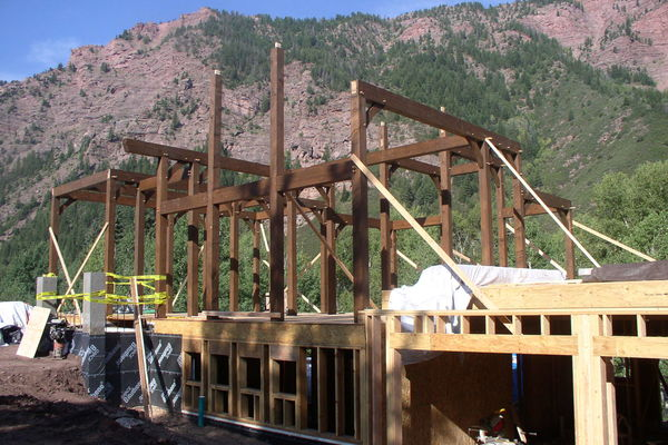 Rustic-Redstone-Colorado-Canadian-Timberframes-Construction-Timber-Frame-Raisng