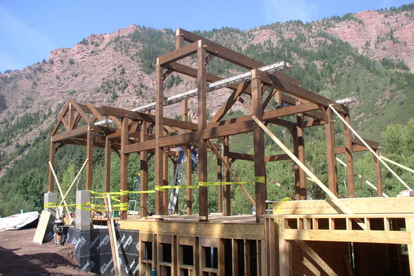 Rustic-Redstone-Colorado-Canadian-Timberframes-Construction-Raising