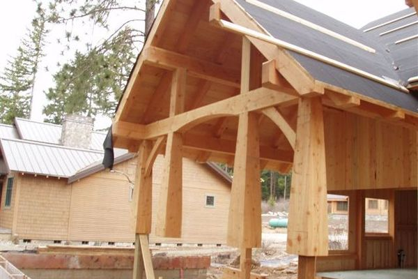 Glacier-Peak-Washington-Canadian-Timberframes-Construction-Covered-Entry