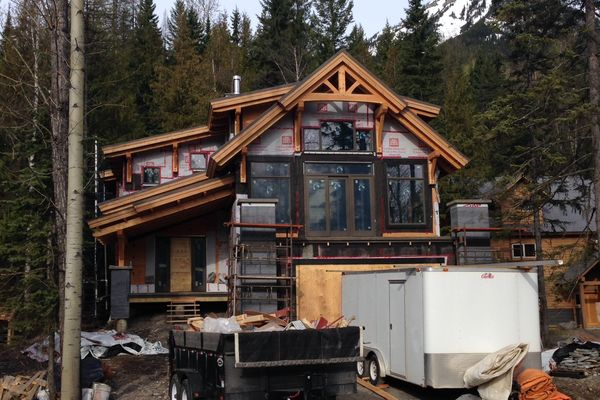 Caribou-Peak-Fernie-BC-Canadian-Timberframes-Construction-Front-Exterior