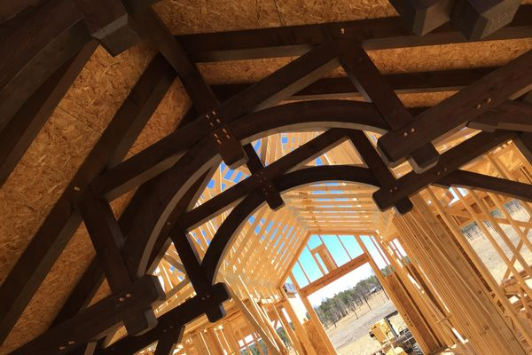 Black-Forest-Timber-Frame-Home-Colorado-Canadian-Timberframes-Construction-Truss