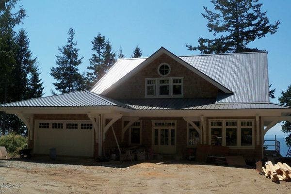 Sunshine-Coast-Cottage-British-Columbia-Canadian-Timberframes-Construction-Rear-Deck