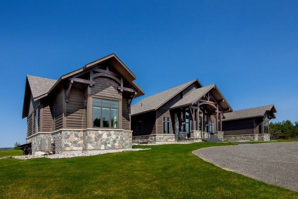 Modern-Trails-Ontario-Canadian-Timberframes-Timber-Exterior