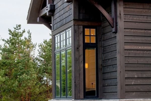 Modern-Trails-Ontario-Canadian-Timberframes-Exterior-Windows